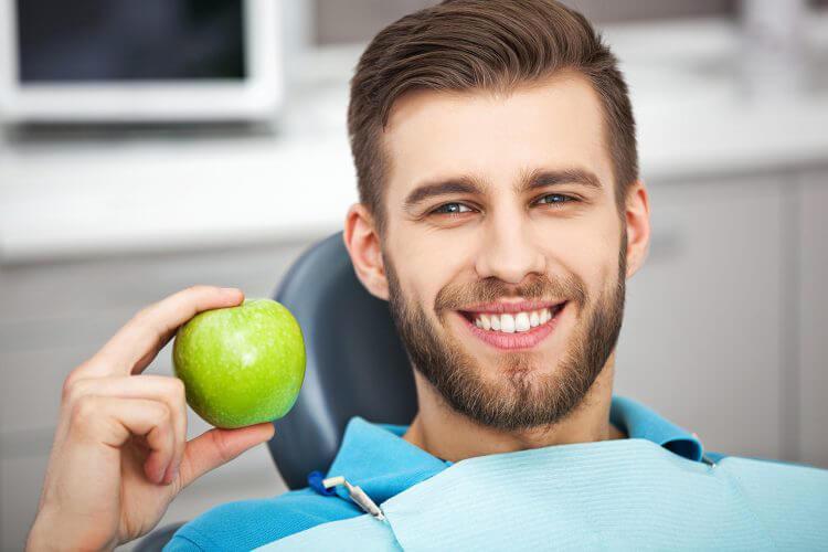 chico en consulta dental